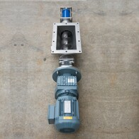 Auger fed progressive cavity pump